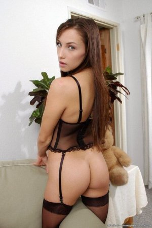 Yannie nude escorts in Palm Springs, CA